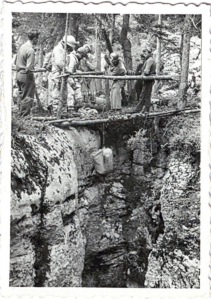 http://grupoedelweiss.com/web/index.php/el-grupo-mainmenu-76/m-mainmenu-78/646-gouffre-berger-alpes-franceses-60-anos-del-primer-descenso-espeleologico-a-1000-metros-con-participacion-del-grupo-edelweiss